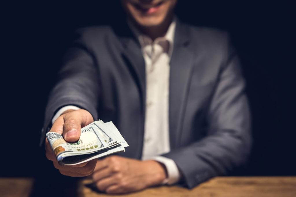 『投資詐欺事件の手口と見分け方』