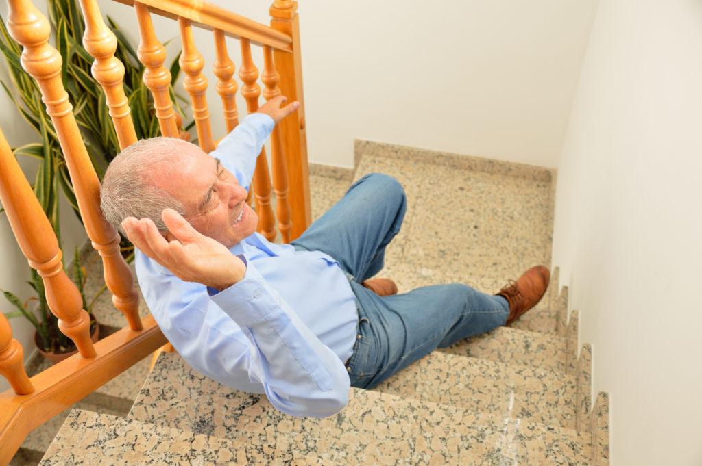 家庭内の転倒・転落事故と対策