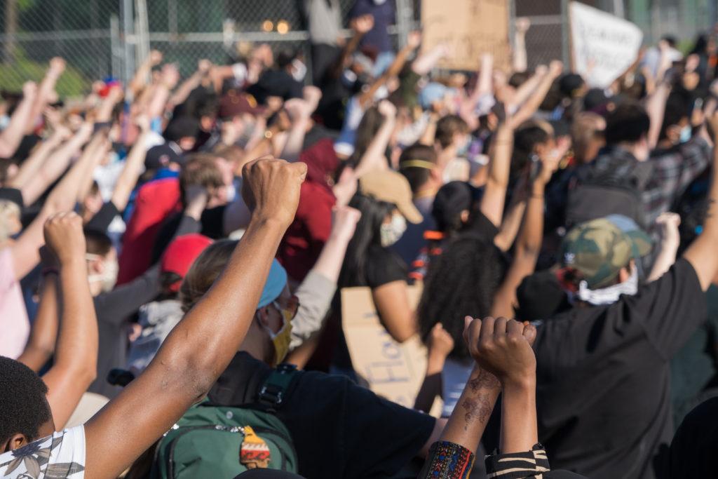 米で黒人暴行死に抗議デモ